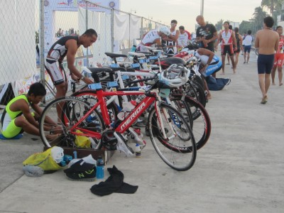 Some of the Philippine triathlon pros getting ready...
